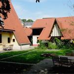 Foto: Garten, Haupt- und Nebengebäude