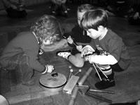Foto: Kinder lernen Instrumente kennen